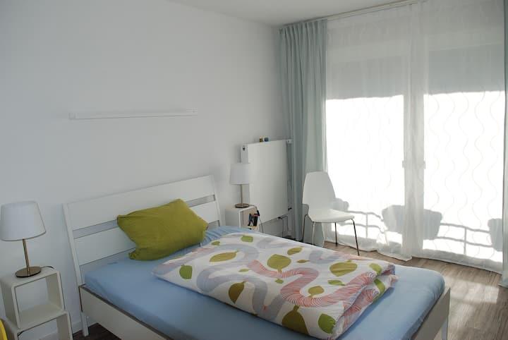 Mittelgroßes, helles und ruhiges Zimmer