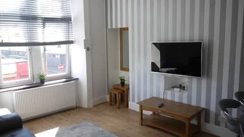Modern 1 bed  @ Glasgow Cross (City Centre)