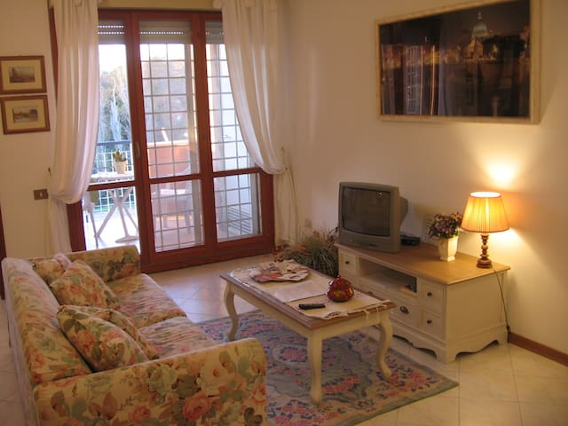"""The House of Bambi""  peaceful flat - Rome - Apartmen"