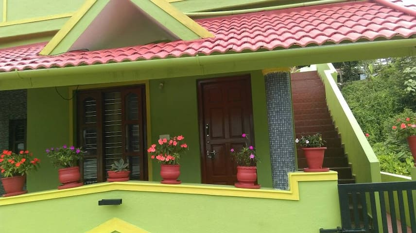 GREEN COUNTRY HOMESTAY-ECONOMY TRIPLE ROOM.
