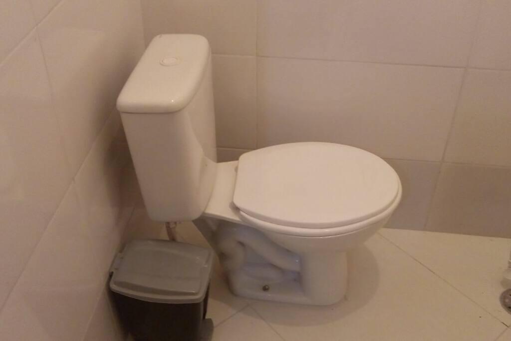 Banheiro... Dentro do quarto... Uso somente para o hóspede...