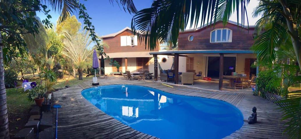 Chambre double sur piscine - St Pierre  - Haus