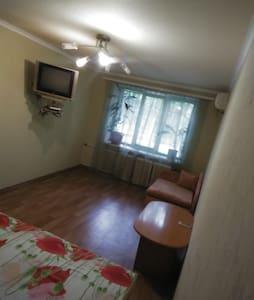 Сдаю посуточно 1-комн квартиру в центре Донецка