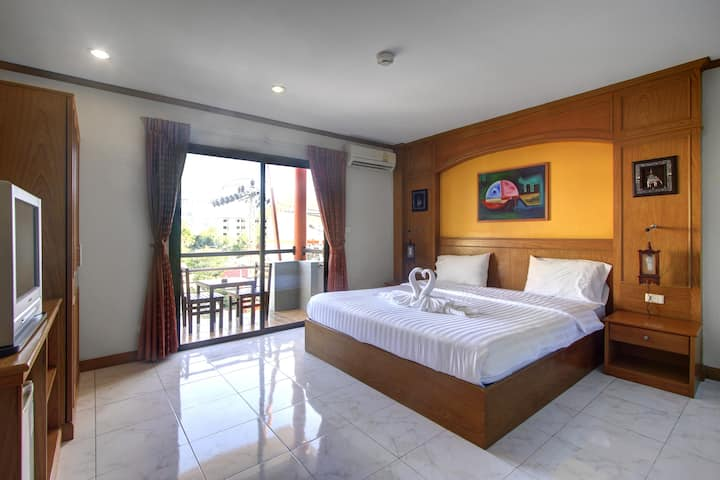 Double room with balcony  and near the beach 02