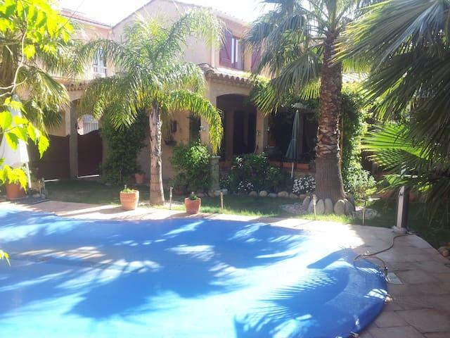 Chambre dans Maison avec piscine plein centre - Ille-sur-Têt - Bed & Breakfast