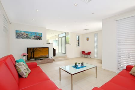 The CRAWFORD PLACE - SYDNEY BEACH Sleeps 10 Modern - Brighton-Le-Sands - Villa - 2