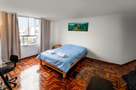 Big comfy room with private bath/BREAKFAST/Netflix - Miraflores