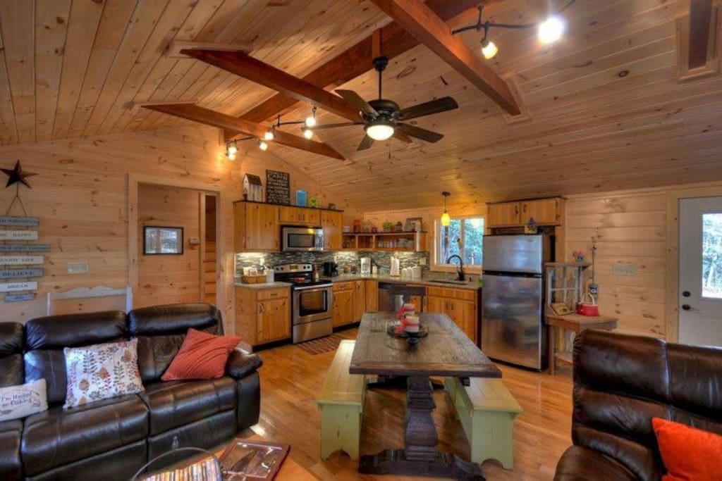 Down on the Creek - Open Floor Plan w/ Fully Equipped Kitchen