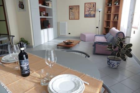 Ampio e moderno appartamento tra Firenze e Prato - Poggio a Caiano - Appartement