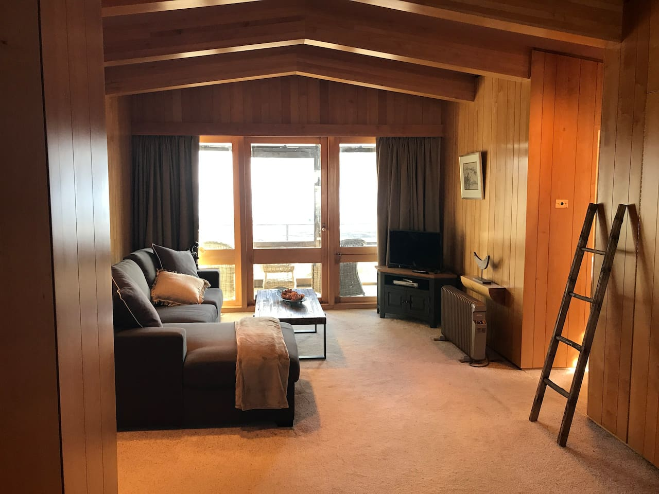 On Snow Accommodation - 2 Bedroom Apartment only a short walk to the slopes