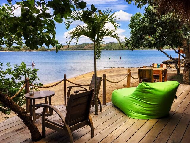 27$/NIGHT Deal! Beachfront Bungalow Lily! - Sekotong Tengah