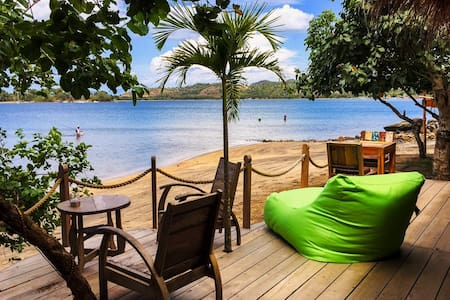 27$/NIGHT Deal! Beachfront Bungalow Lily! - Sekotong Tengah - Bungalow