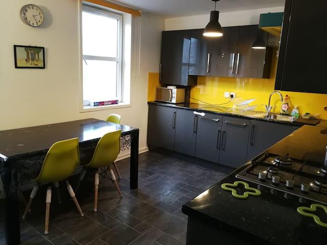 Tollcross Central Edinburgh Private Room No.2
