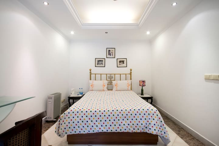 Villa 33: The Outhouse Room - Neu-Delhi - Bed & Breakfast