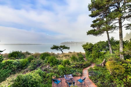 Gorgeous bayfront house with spectacular views and private beach access!