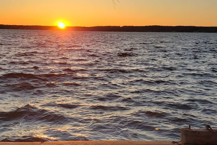 Saratoga Lake 2 bed Cottage - 15min from track