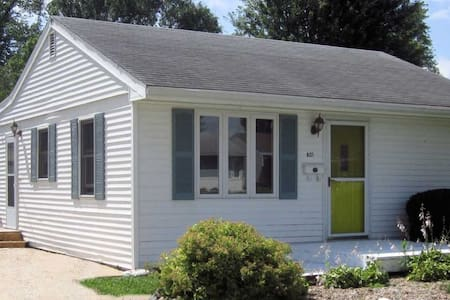 Small Quient Comfortable, Neat  2 bedroom cottage - Newton - Casa