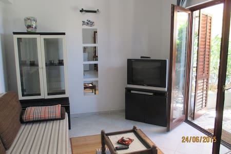 Cosy appartment in a quiet location - Njivice - Wohnung