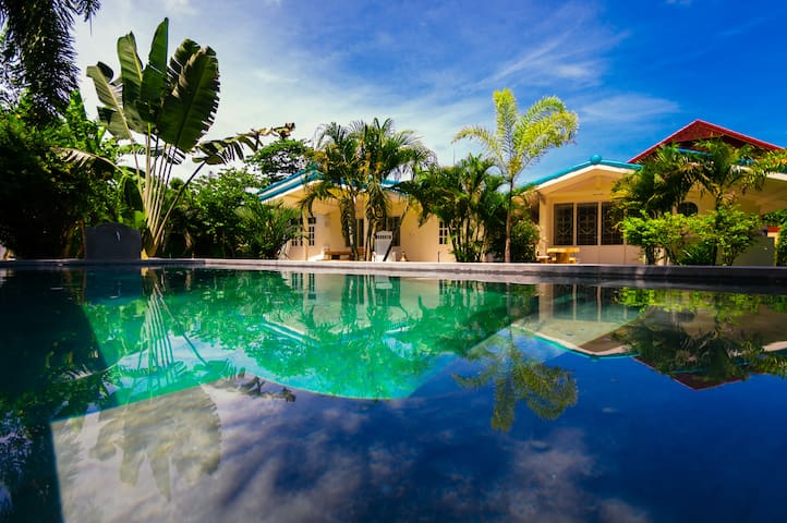 Luxury villa, private pool & tropical garden