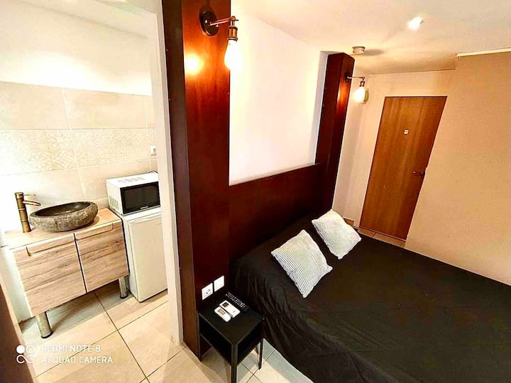 Beautiful new room with private bathroom y A/C 412