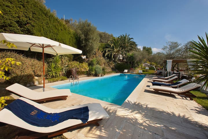 An exclusive Villa with all the comforts and entertainment offered