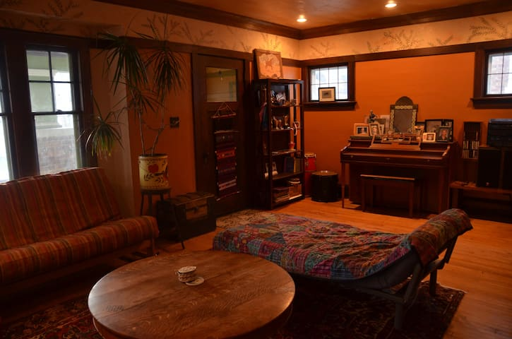 Charming space in a quiet neighborhood! - Shorewood - บังกะโล
