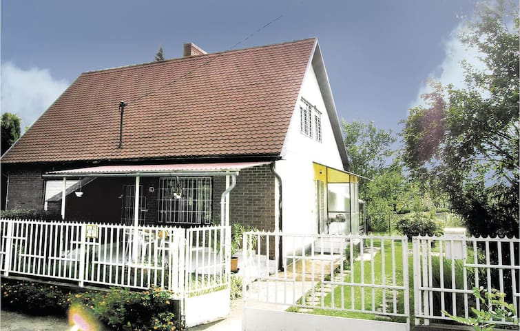 Semi-Detached with 2 bedrooms on 60m² in Siófok-Sóstó