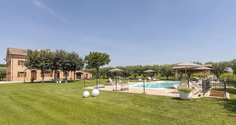 Deluxe apt in typical country Villa with pool - Trecastelli - Apartment