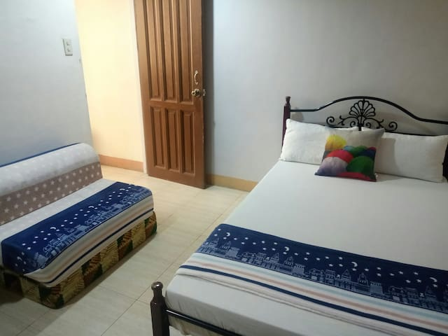 Couple's Room with WIFI-Best Location