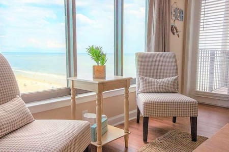Beautiful Ocean View 2 bedroom, by a Superhost!!!