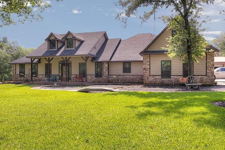 Stunning Country Home on acreage