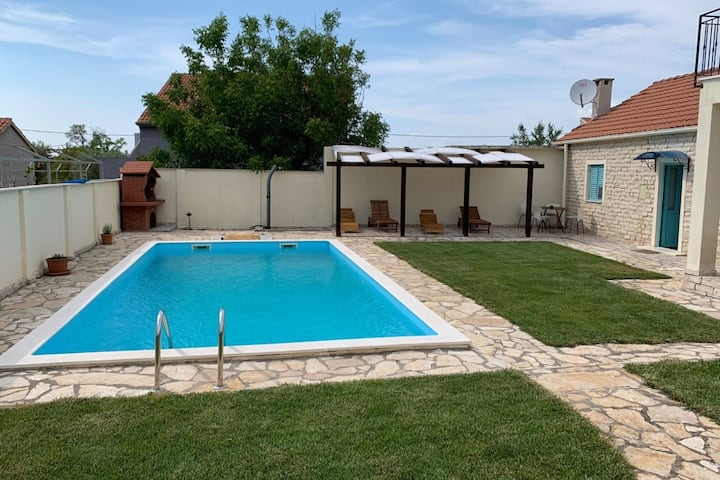 Attractive Holiday Home in Zadar with Private Swimming Pool