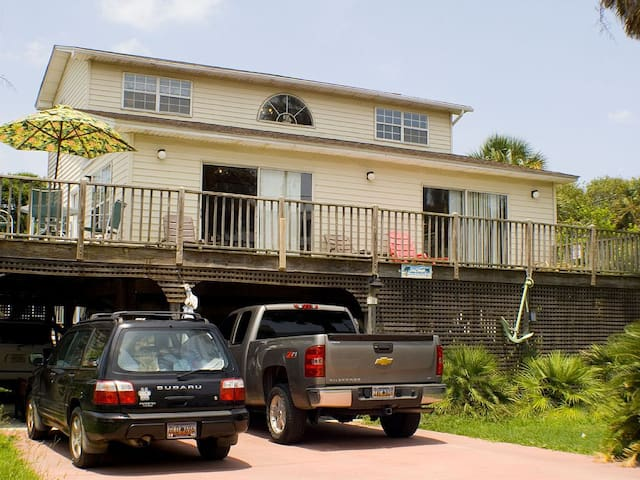 Seascape Directly Across from Beach/Pier & 1 Block to All the Shops & Restaurants - Folly Beach - House