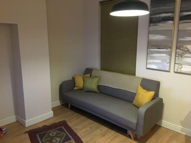 Private, self contained 1 bedroom in Twickenham