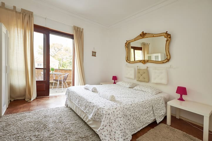 Room w/ Terrace & Mountain Views - Sintra - Apartemen