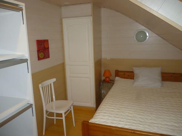 Chambre à louer dans maison de maitre - Landerneau - Gästhus