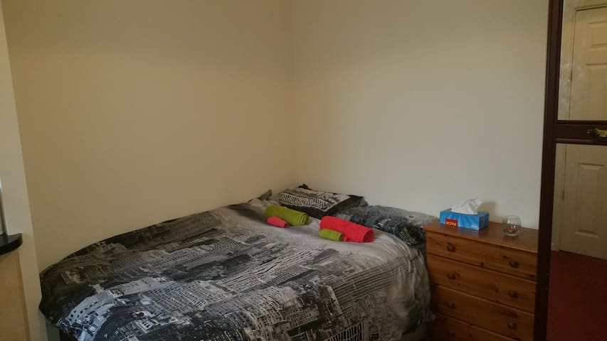 Double en suit room with kitchen in Traford - Stretford