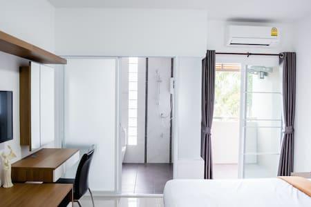 Modern MASTER bedroom in Hat Yai - Tambon Kho Hong - Wohnung