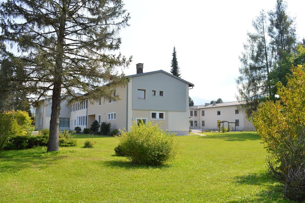 Campus AdFontes Gartenseite.