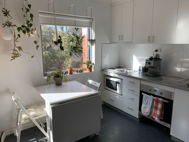 Studio in a fabulous location with free parking