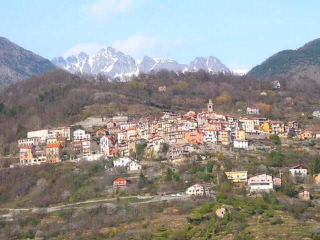 Belvédère 06450  logement 3 pièces dans le village