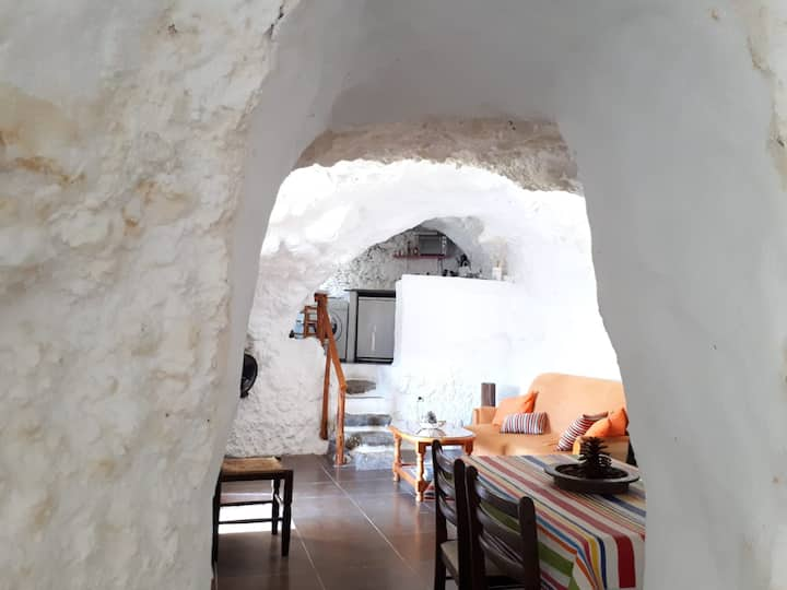 Cave-house in Acusa Seca