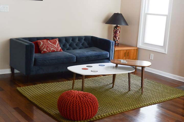 Spectacularly bright 2 bedroom home - Cary - Huis