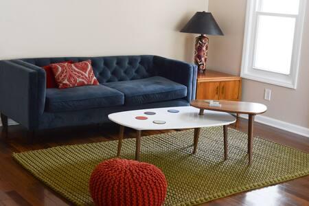Spectacularly bright 2 bedroom home - Cary - Talo