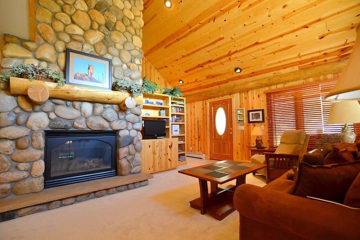 Chalet - Estes Park Cabin
