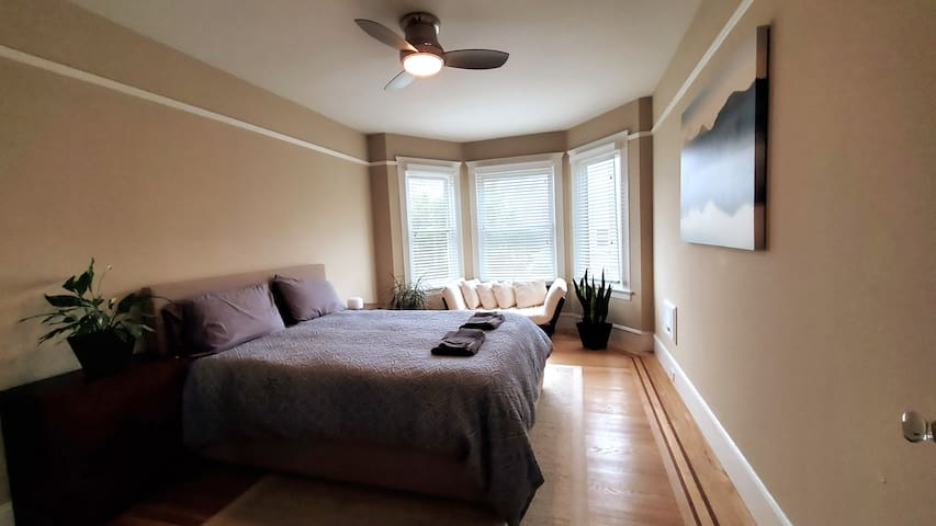 Luxurious.Bright.Spacious 2 Bedroom Marina Suite