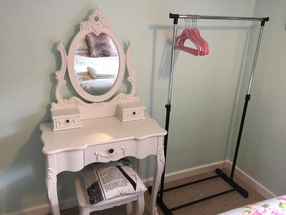 Vanity Table & Clothes rail