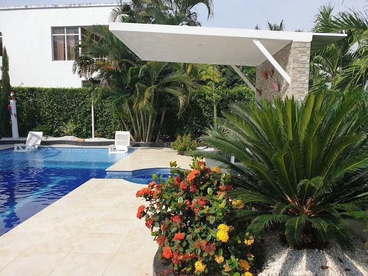 Tropical Villa, Private Pool, WI-FI, billiard.