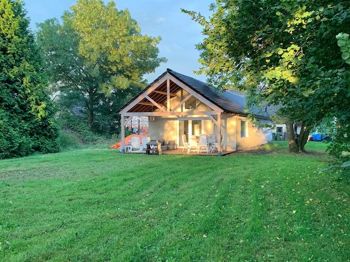 """Landelijk gelegen bungalow """"De Kleine Wulfter""""."""