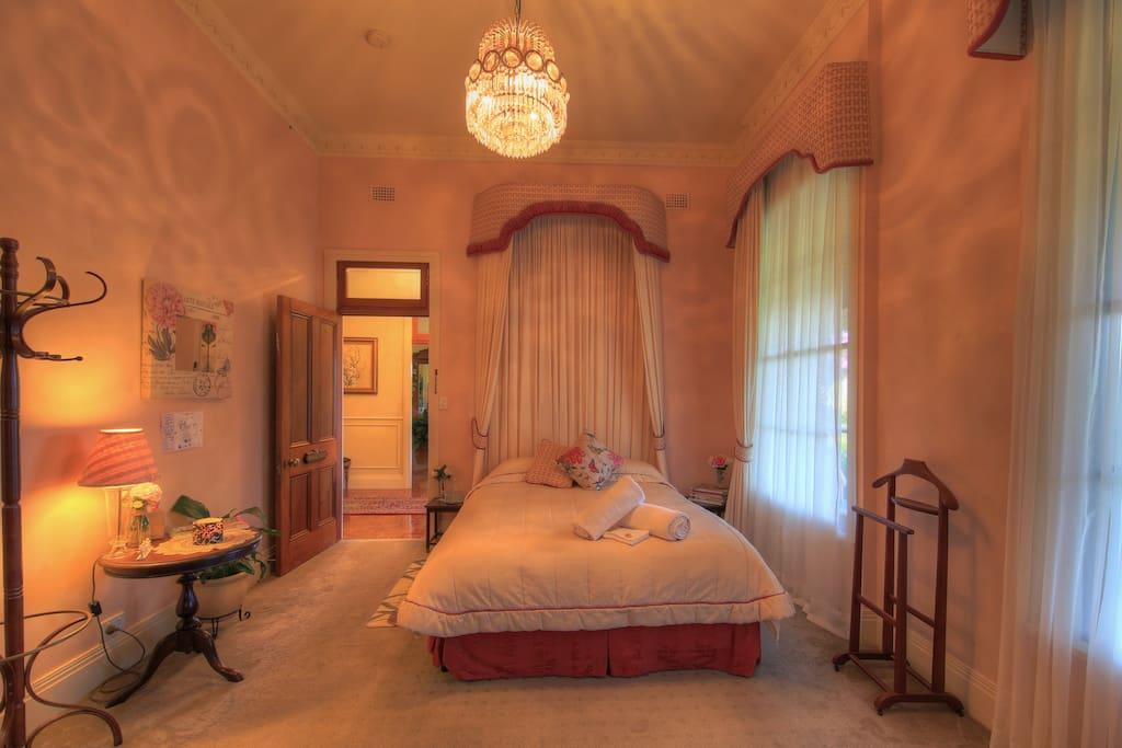 Bridal Suite Queen Bed